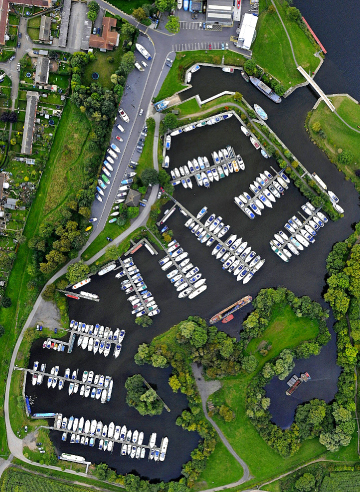 Quality moorings at Farndon Marina