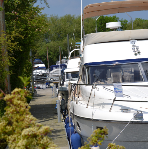 Professional brokerage team at Farndon Marina, Nottinghamshire